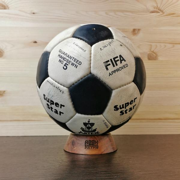 Раритетный мяч с автографами ФК Спартак