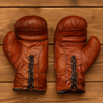 Сувенирные боксерские перчатки из светло-коричневой кожи